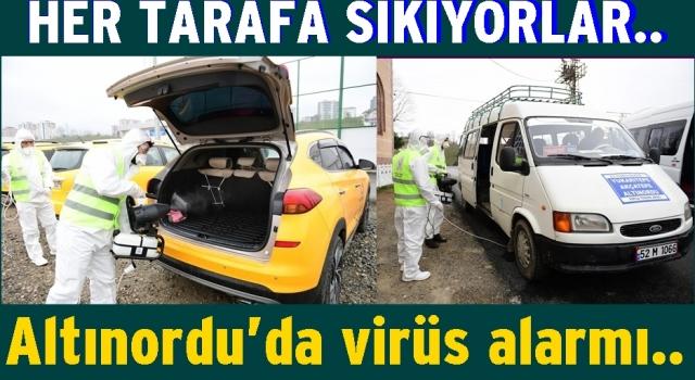 Altınordu Belediyesi her tarafı dezenfekte ediyor..