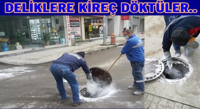 Su kanallarına Kireç dökerek temizlediler..