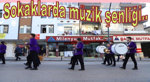 Sokağa çıkma yasağında caddeler müzikle şenlendi..