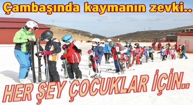 Çocuklar Kayak eğitimine başladılar..