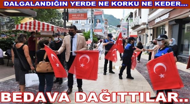 Altınordu Belediyesinden 15 Temmuz bayrağı..