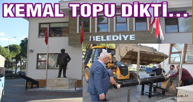 Başkan Kemal Bahtiyar Atatürk'ün yanına topu dikti..