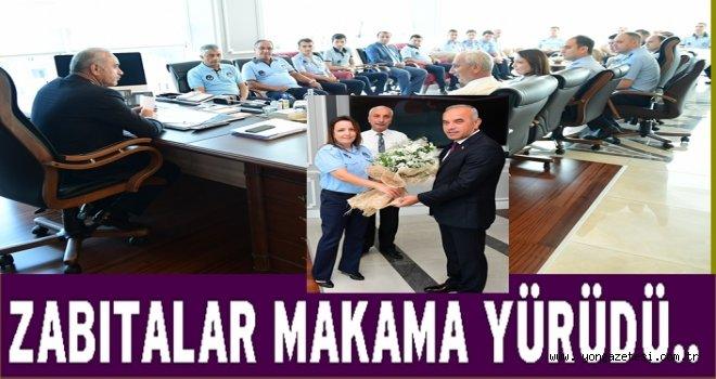 Belediye zabıtaları başkanın makamına girdi..