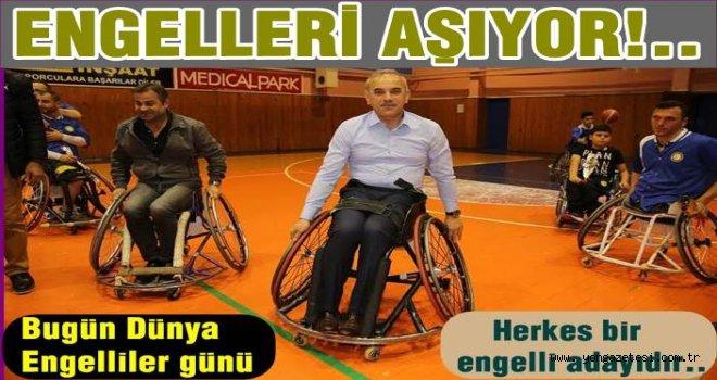 Engellilerin maçında, engelliler günü unutulmadı..