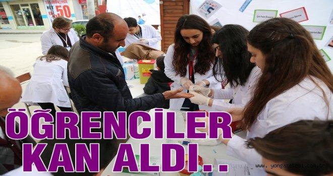 Tıp Fakültesi Öğrencileri kan şekerini ölçtü..
