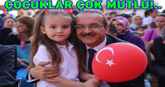 Vali Yavuz, 23 Nisan sevgisini çocuklarla paylaşıyor..