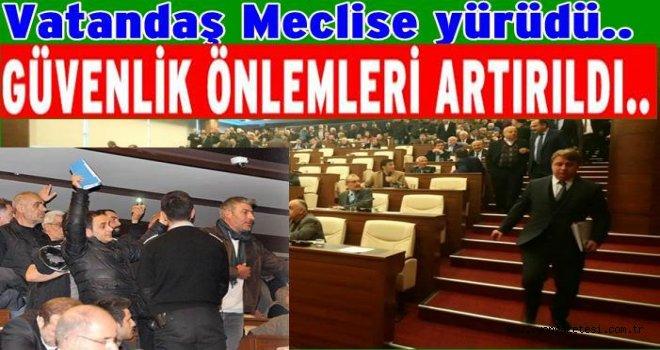 Vatandaşlar haklarını aramak için Belediye meclisine girdi..
