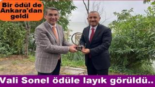 Vali Sonel'e bir ödül de Ülke TV'den geldi..