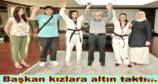 Şampiyon Taekwondo Kızlara Altın ödülü..